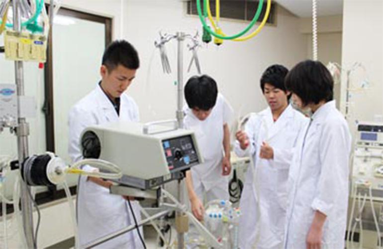 臨床工学コース学生が今春の国家試験で合格率100%を達成