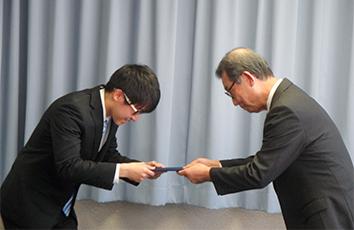本学学生が公益社団法人日本航空機操縦士協会から表彰されました【理工学部】