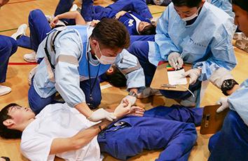救急救命士コースが多数傷病者対応訓練を行いました【医療技術学部】