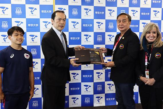 冲永理事長・学長がフィリピンオリンピック委員会の表敬訪問を受けました