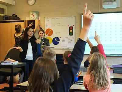 坂本教諭が英語で算数の授業にチャレンジ