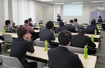 若山ゼミの学生が研究成果発表会で発表を行いました【法学部】