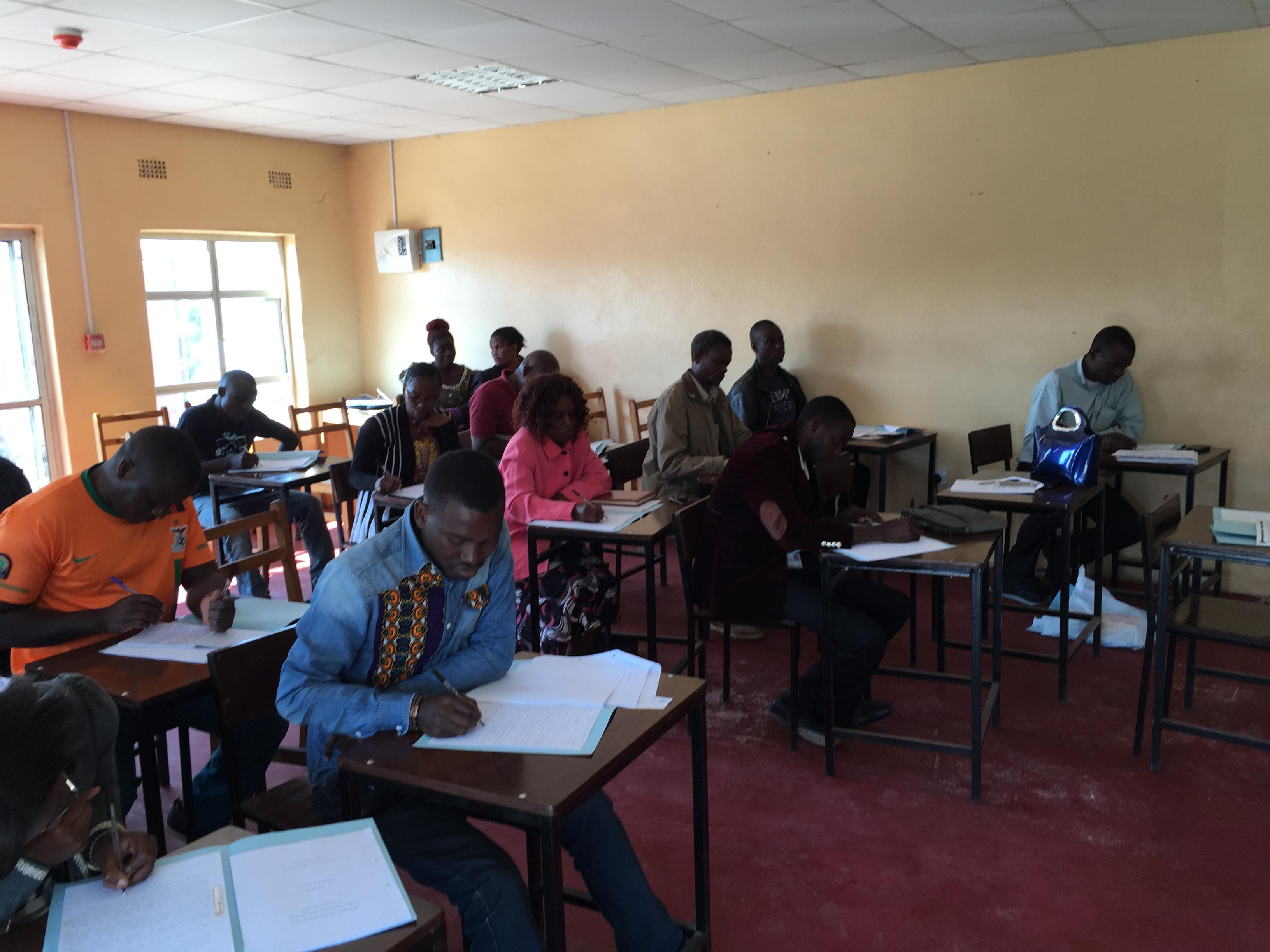 アフリカ/ザンビア/ルサカ市のCLにおける高齢者の会合の写真