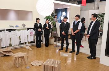 三竝ゼミが帝京安積高等学校を訪問し、台風19号の被害支援品を届けました【経済学部】