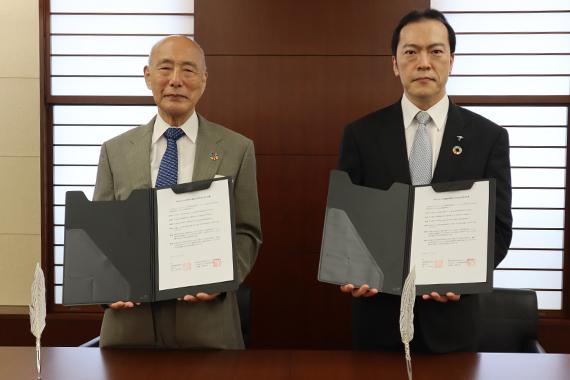 帝京大学冲永総合研究所は100年経営研究機構と連携協定を締結しました