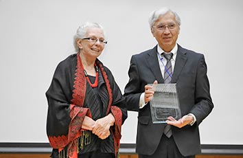 奥教授がLiposome Research Days(LRD)2019でBangham Awardを受賞しました【薬学部】
