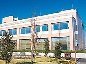 大講義室を完備した地域経済学科専用の学科棟