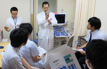 腹部超音波検査実習の様子(2014年4月10日)
