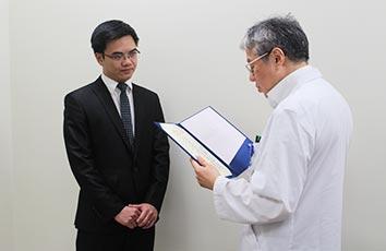 国費留学生の博士号学位授与式を挙行しました【医学研究科】