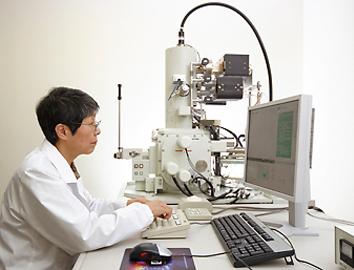 走査型電子顕微鏡(JSM-7500F)